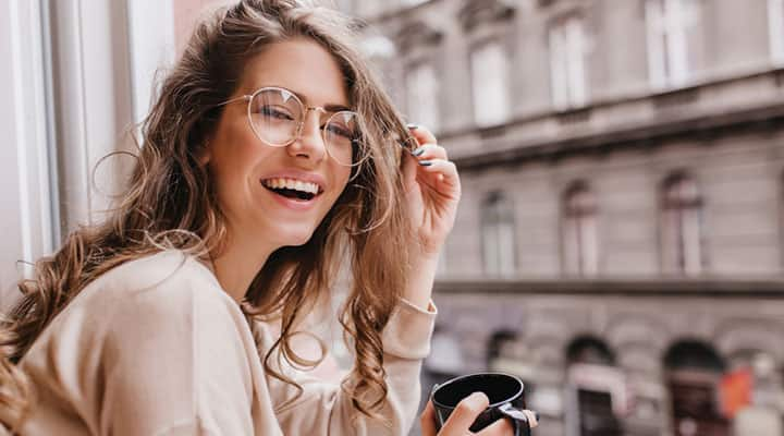 Woman smiling because of her healthy dopamine levels