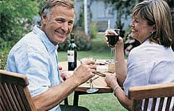Drinking red wine associated with reduced lung cancer risk in male smokers